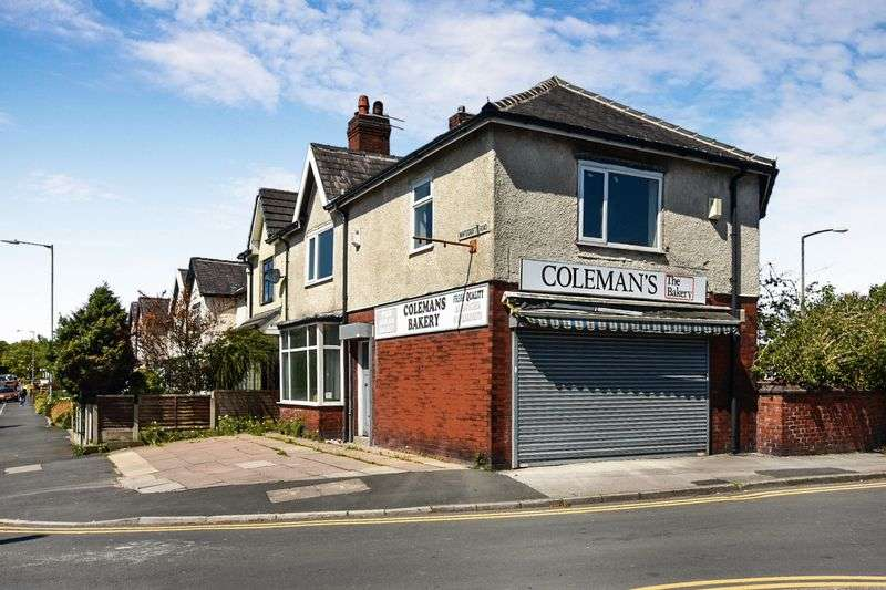 Property for sale in 621 Chorley Old Road & 2 Whitecroft Rd, Bolton, BL1 WONDERFUL INVESTMENT OPPORTUNITY, NO CHAIN, ACCOM OVER 3 LEVELS