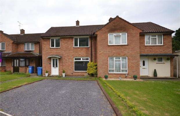 3 Bedrooms Semi Detached House for sale in Parkland Drive, Bracknell, Berkshire