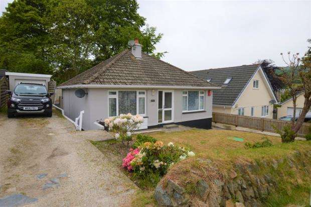 3 Bedrooms Detached Bungalow for sale in Tresavean Hill, Lanner Moor, Redruth, Cornwall