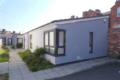 2 Bedrooms Bungalow for rent in St Georges Gardens, Higher Tranmere