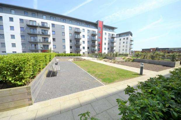 3 Bedrooms Apartment Flat for sale in Fairbourne Court, Denyer Walk, Southampton, SO19