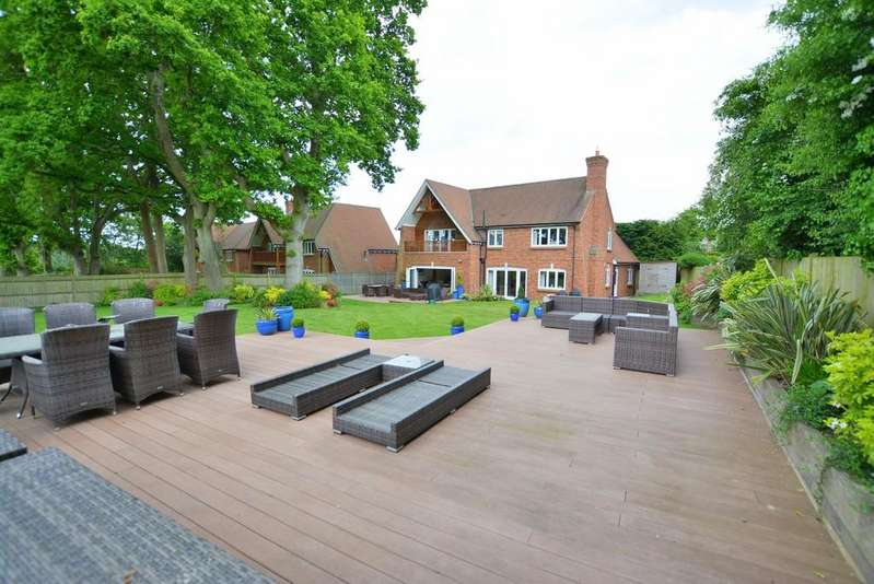 4 Bedrooms Detached House for sale in Award Road, Wimborne