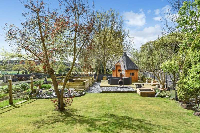5 Bedrooms Detached House for sale in Mottingham Lane, Mottingham