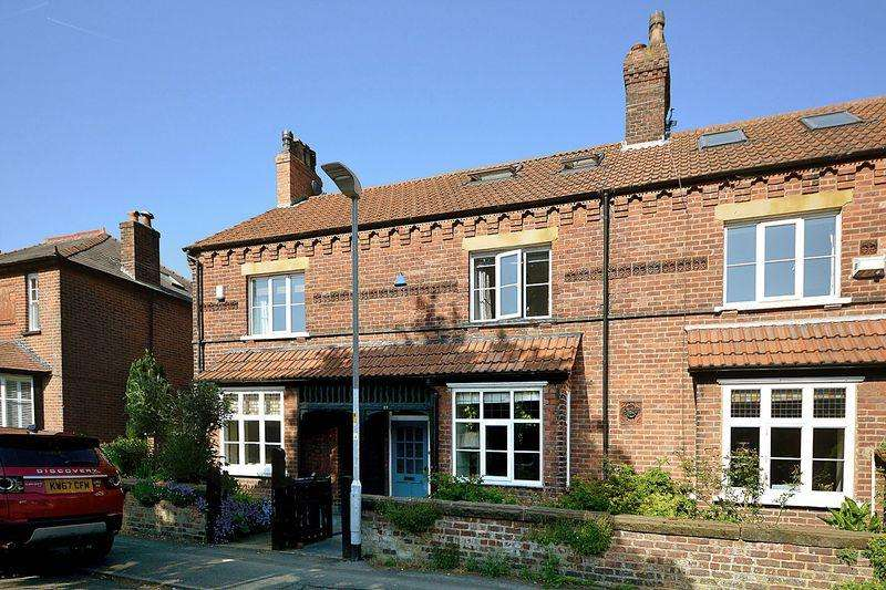3 Bedrooms Terraced House for sale in Cranford Avenue, Knutsford