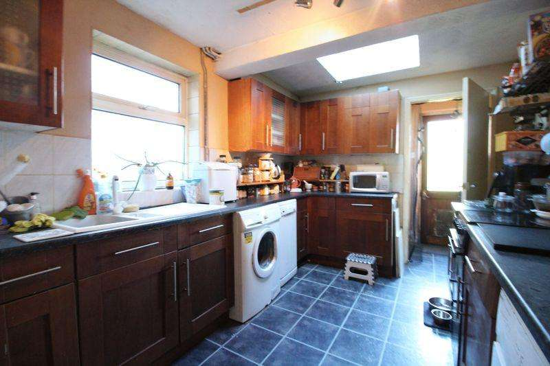 4 Bedrooms Terraced House for sale in Large FOUR bedroom traditional home on King Street, Dunstable