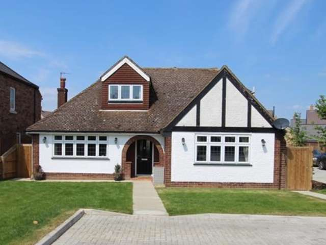 4 Bedrooms Detached House for sale in Potton Road, Biggleswade, SG18