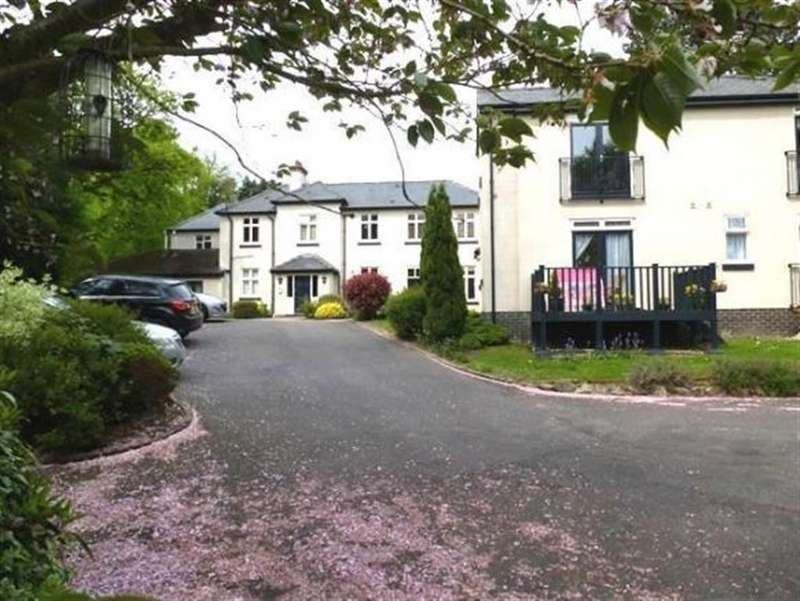 3 Bedrooms Apartment Flat for rent in Overfields House, The Green, Mickleover, Derby
