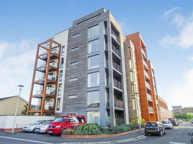 2 Bedrooms Flat for sale in Newfoundland Way, Portishead, Bristol, Somerset