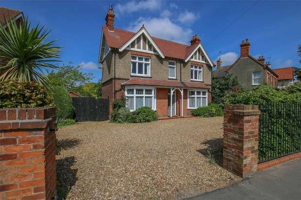 4 Bedrooms Detached House for sale in Chatteris Villa, Gaywood