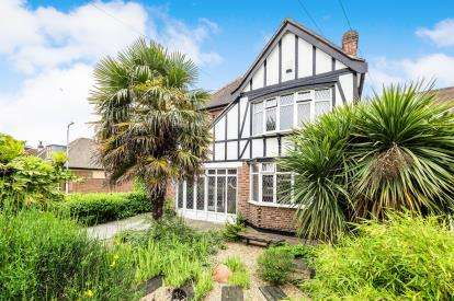 3 Bedrooms Detached House for sale in Ilford