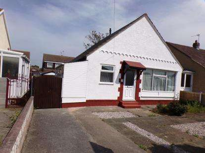 2 Bedrooms Bungalow for sale in Beverley Drive, Prestatyn, Denbighshire, Uk, LL19