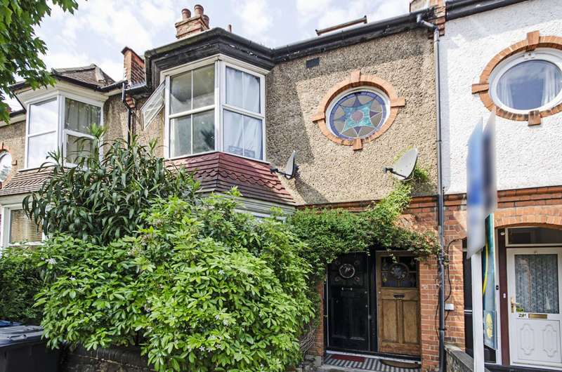 4 Bedrooms Maisonette Flat for sale in Alexandra Road, Hendon, NW4