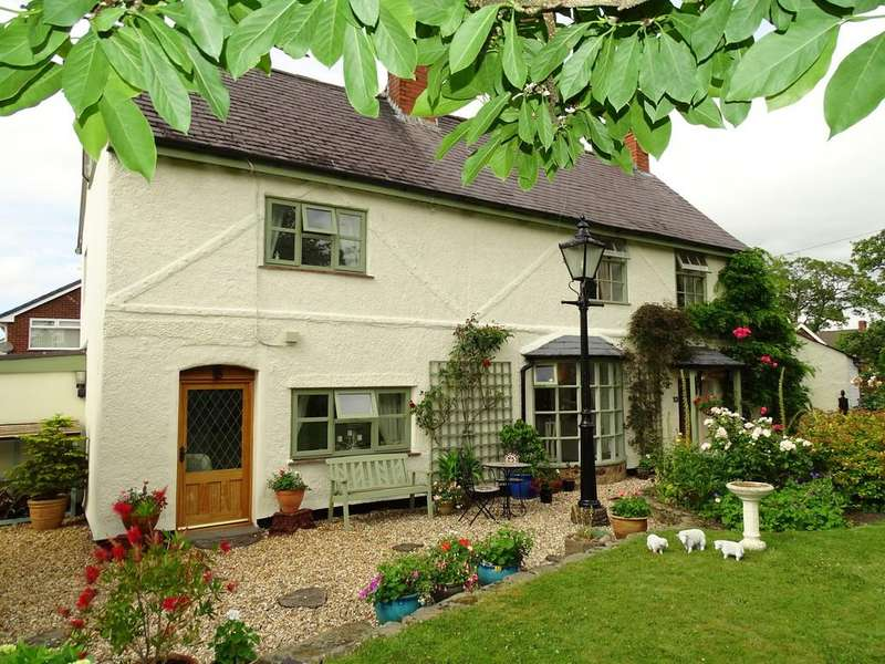 4 Bedrooms Cottage House for sale in Smithy Lane, Wrexham