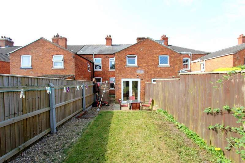 3 Bedrooms Terraced House for sale in Victoria Road, Louth, LN11 0BX