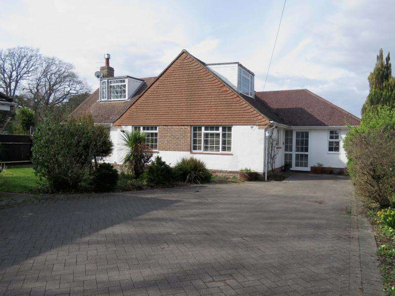 4 Bedrooms Detached House for sale in Salterns Lane, Hayling Island