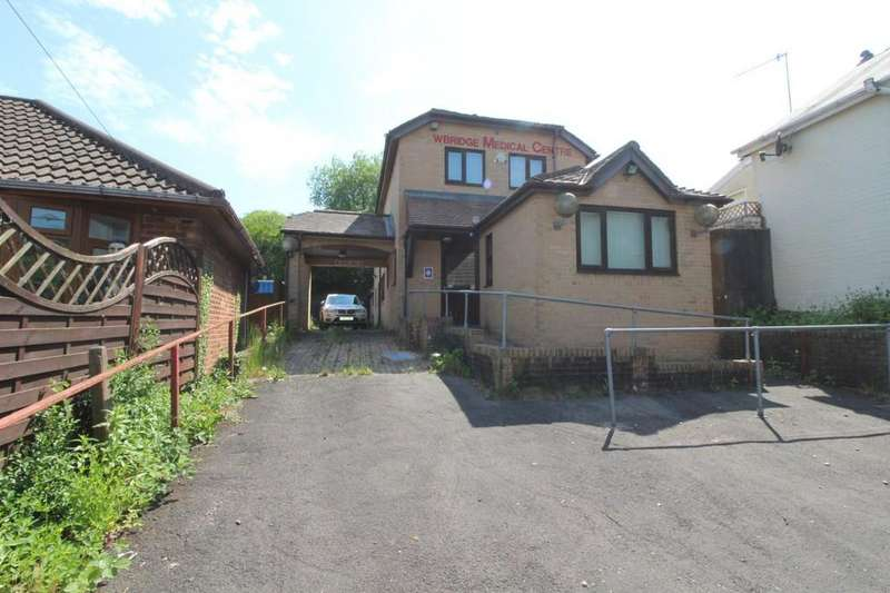 5 Bedrooms Detached House for sale in High Street, Newbridge