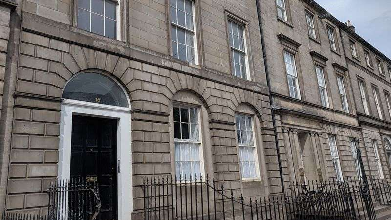 3 Bedrooms Property for sale in York Place, Edinburgh