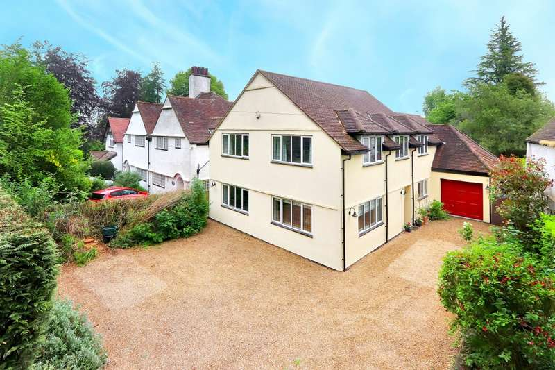 5 Bedrooms Detached House for sale in Bois Lane, Chesham Bois, HP6