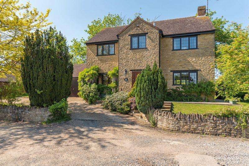 4 Bedrooms Detached House for sale in Field Close, Sherington