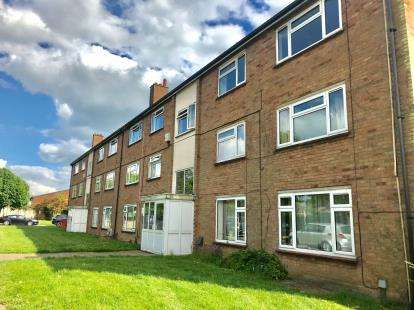 2 Bedrooms Flat for sale in Bean Close, St. Neots, Cambridgeshire