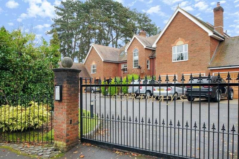 2 Bedrooms Flat for sale in Lady Margaret Road, Sunningdale, SL5