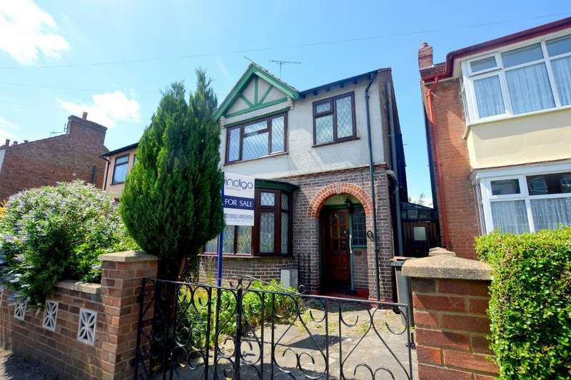 3 Bedrooms Semi Detached House for sale in Gardenia Avenue, Luton, Bedfordshire, LU3 2NP