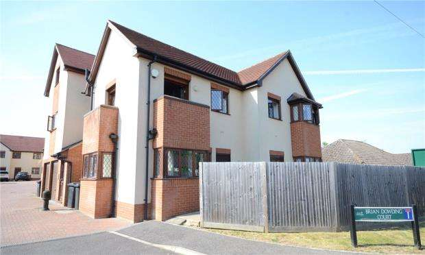 2 Bedrooms Maisonette Flat for sale in Brian Dowding Court, Tilehurst, Reading