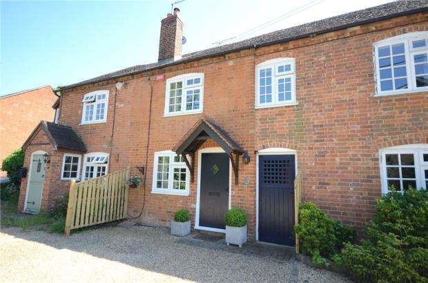 2 Bedrooms Terraced House for sale in Budges Cottages, Keephatch Road, Wokingham