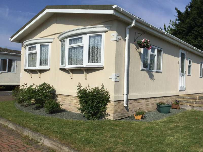 2 Bedrooms Bungalow for sale in Dogdyke Road, Coningsby, Lincoln, LN4 4TE