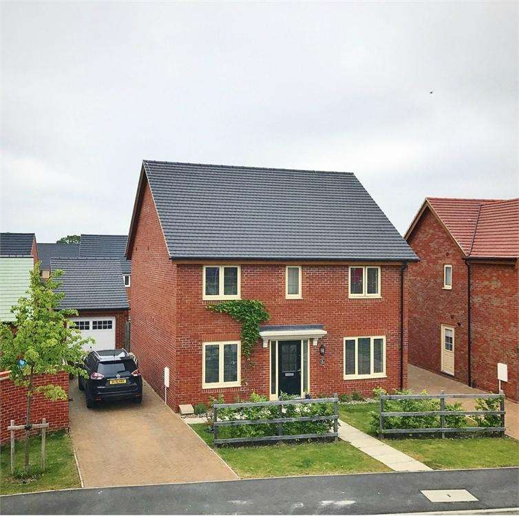 4 Bedrooms Detached House for sale in Hobby Drive, Corby, Northamptonshire
