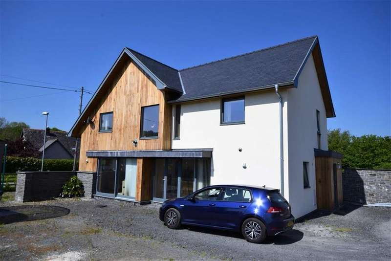 3 Bedrooms Detached House for sale in 2, Pencaemawr, Penegoes, Machynlleth, Powys, SY20