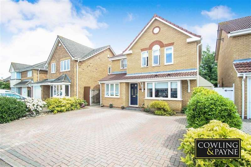 4 Bedrooms Detached House for sale in Frerichs Close, Wickford, Essex