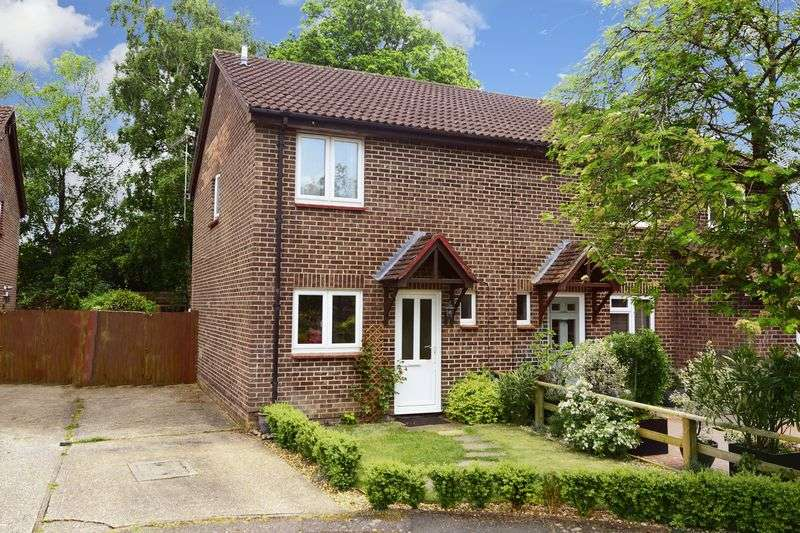 3 Bedrooms Property for sale in Martin Close, Creekmoor, Poole, BH17