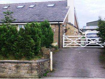 5 Bedrooms Detached Bungalow for sale in Cliffe Road, Glossop, SK13 8NY