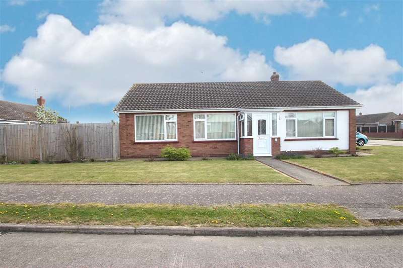 3 Bedrooms Bungalow for sale in Birch Close, Clacton-On-Sea