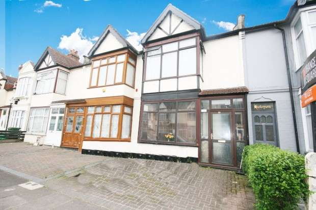 3 Bedrooms Terraced House for sale in Jersey Road, Ilford, IG1