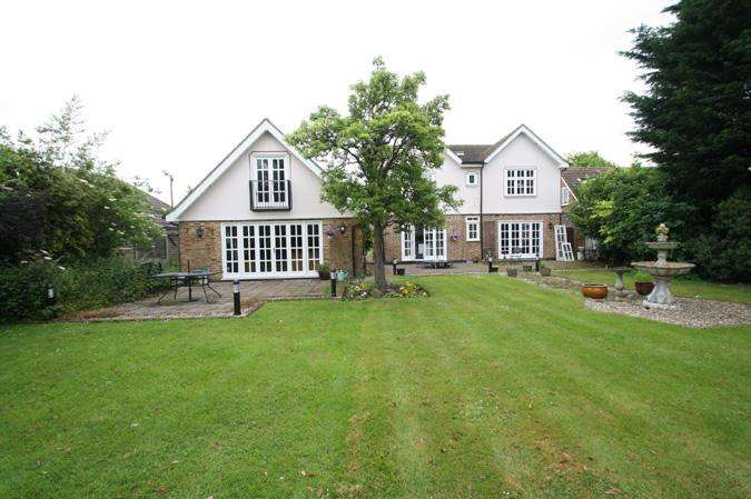 4 Bedrooms Detached House for sale in Wickford SS12