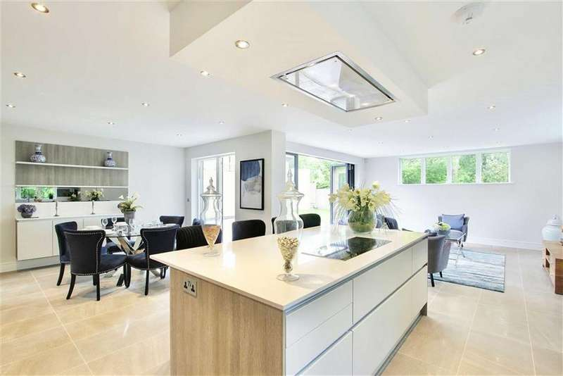 5 Bedrooms Detached House for sale in Kingsmead, Cuffley, Hertfordshire