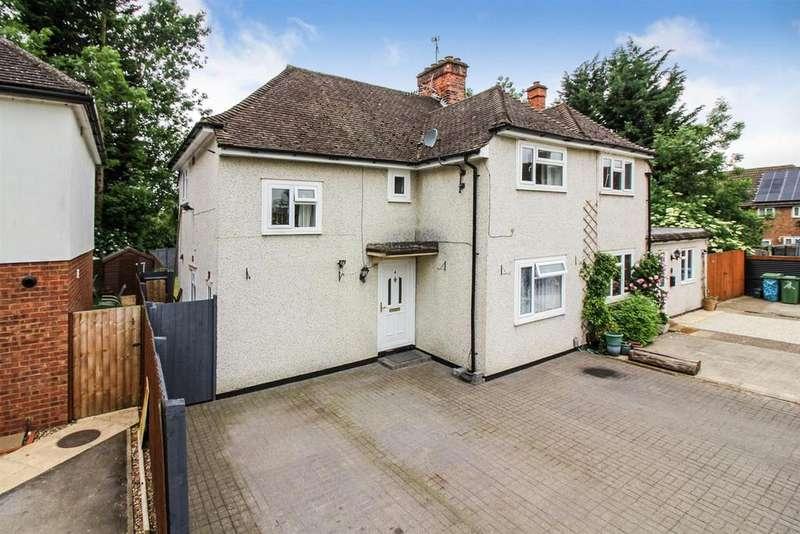 3 Bedrooms Semi Detached House for sale in Hampden Road, Aylesbury