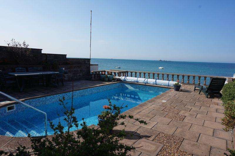 3 Bedrooms House for sale in On the Sea Wall