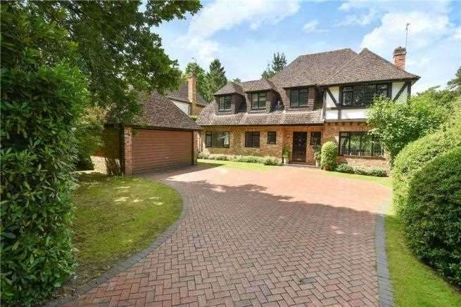 5 Bedrooms Detached House for sale in Ravenswood Avenue, Crowthorne