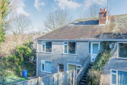 2 Bedrooms Flat for sale in Barton Hill Road, Barton, Torquay