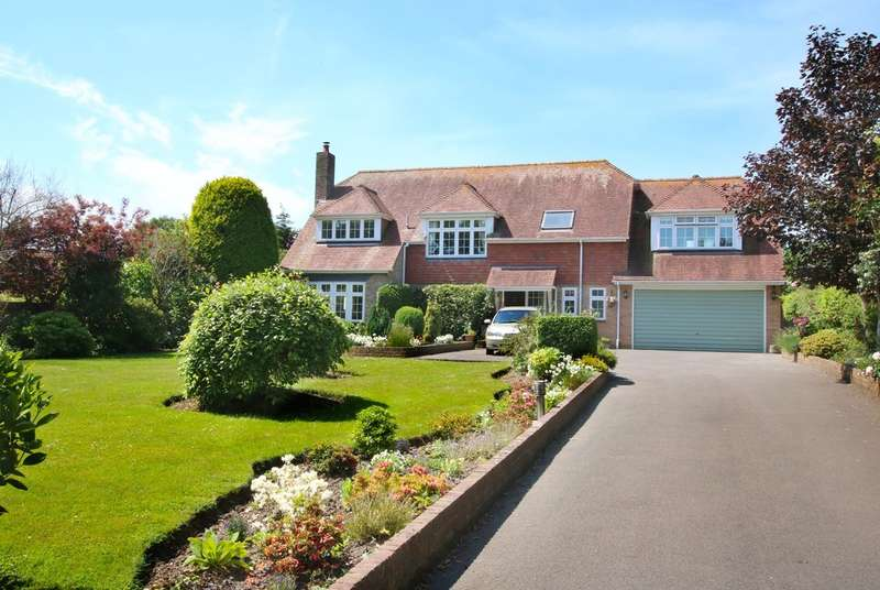 4 Bedrooms Detached House for sale in Ridgeway Lane, Lymington, Hampshire