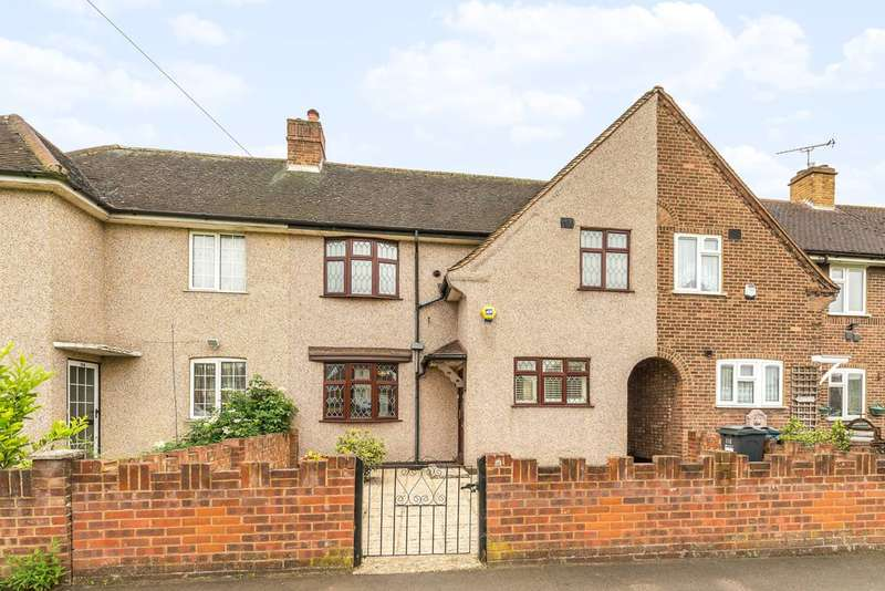 3 Bedrooms House for sale in Burns Avenue, Feltham, TW14