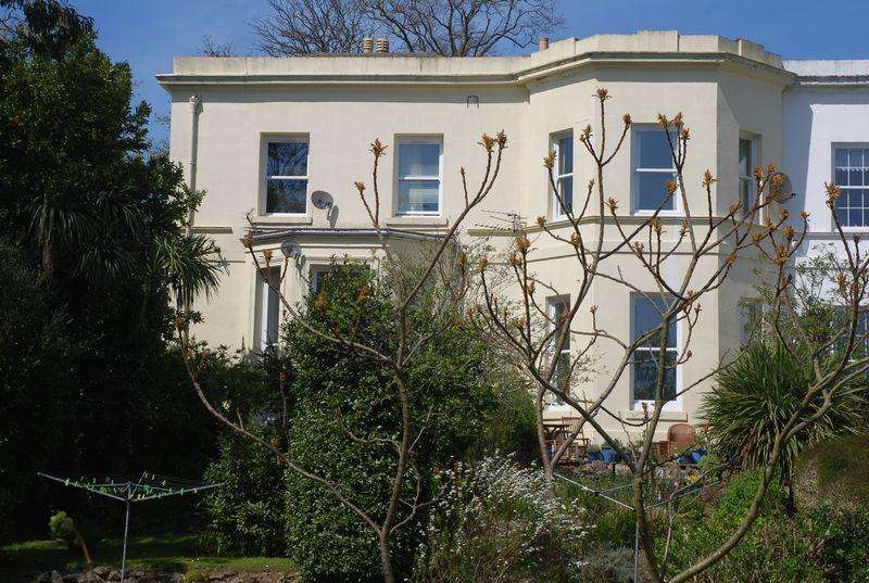 2 Bedrooms Semi Detached House for sale in Bronshill Road, Torquay