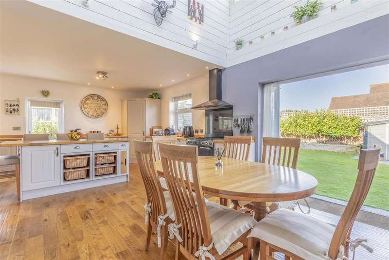 4 Bedrooms Detached House for sale in Cranleigh Avenue, Rottingdean