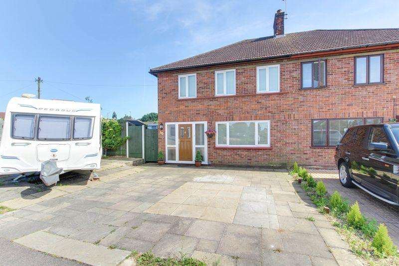 3 Bedrooms Semi Detached House for sale in Ambrose Avenue, Colchester