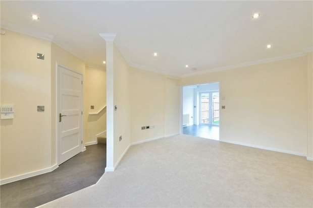 3 Bedrooms Terraced House for sale in Thorney Lane North, Iver, Buckinghamshire