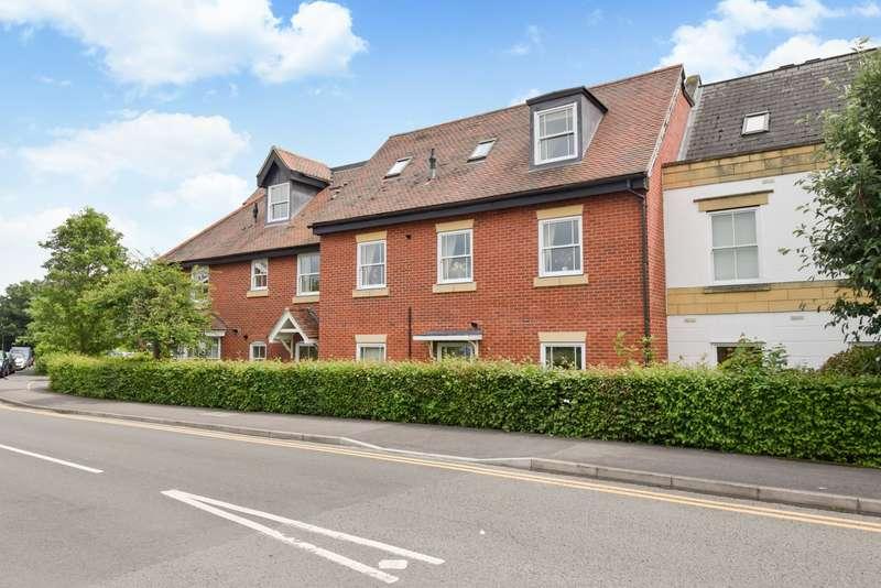 2 Bedrooms Flat for sale in Penn House, Jennery Lane, Burnham, SL1