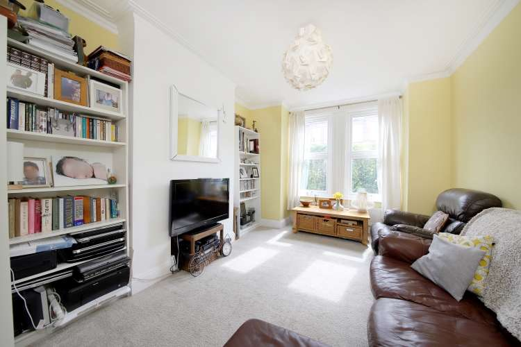 2 Bedrooms Terraced House for sale in Lutwyche Road London SE6